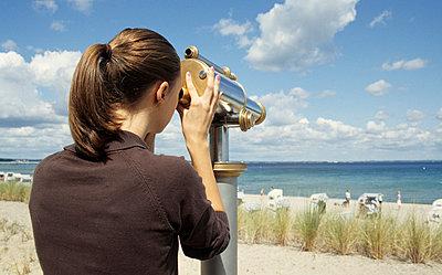 Watching the beach - p0452200 by Jasmin Sander