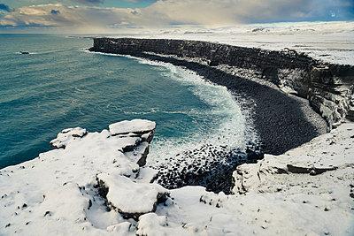 Die Hafnarberg-Klippen auf der Reykjanes Halbinsel - p1400m1452331 von Bastian Fischer