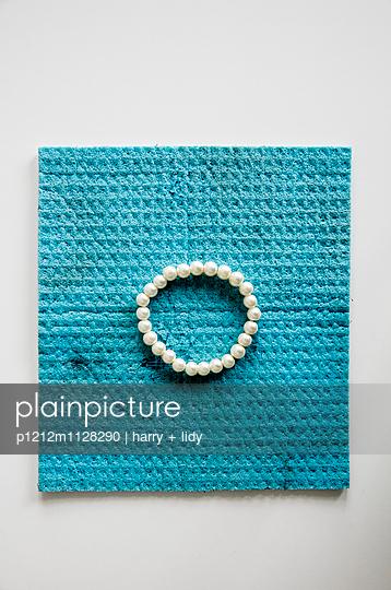 Jeweller - p1212m1128290 by harry + lidy
