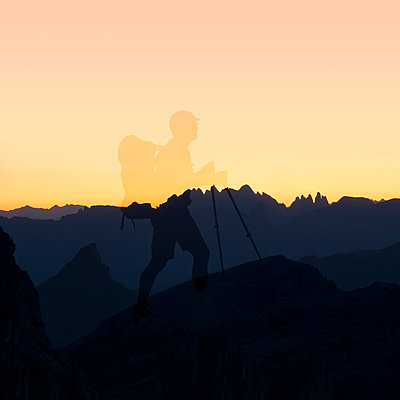 Hiker on Monte Nuvolau in the Dolomites - p470m2089755 by Ingrid Michel