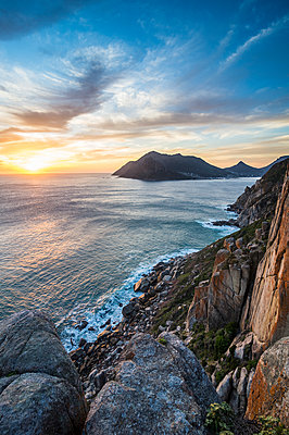 Sunset over Hout Bay, Cape of Good Hope, South Africa, Africa - p871m1478777 by Michael Runkel