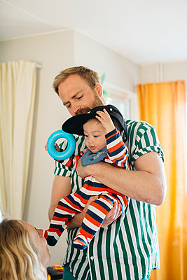 Parents with baby - p312m2139511 by Amanda Falkman