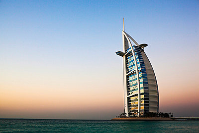 View of Burj Al Arab at dusk - p312m746636 by Plattform