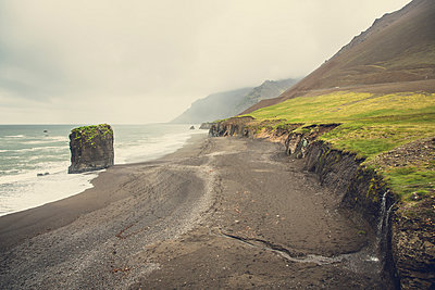Black beach in Iceland - p1084m986799 by Operation XZ