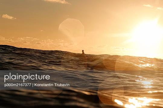 Surfer at sunset, Bali, Indonesia - p300m2167377 by Konstantin Trubavin