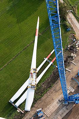Aufbau eines Windparks - p1079m2157712 von Ulrich Mertens