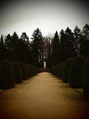 Ohlsdorf Cemetery - p132m1134938 by Peer Hanslik