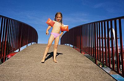 Mädchen im Freibad - p2200314 von Kai Jabs