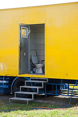 Yellow toilet - p6460259 by gio