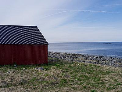 Strand, Lofoten - p945m1497415 von aurelia frey