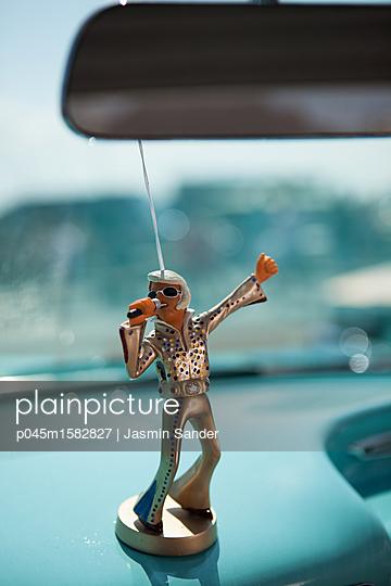Blonder Elvis - p045m1582827 von Jasmin Sander