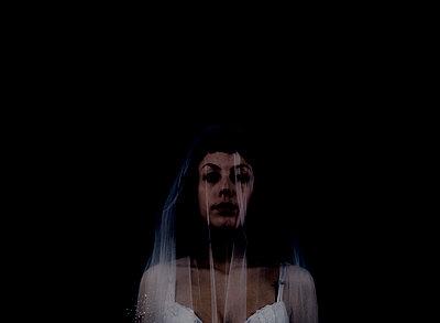 Bride - p1279m1516661 by Ulrike Piringer