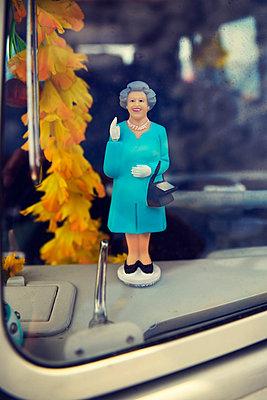 Car dashboard figure of Queen Elisabeth II - p1072m905461 by Neville Mountford-Hoare