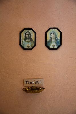 Opferschale in der Kapelle des Eldorado Templin - p627m1035408 von Christian Reister