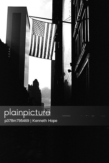 American flag in New York - p378m795469 by Kenneth Hope