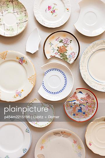 Old plates - p454m2215196 by Lubitz + Dorner