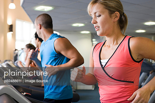 People on treadmills - p9248861f by Image Source