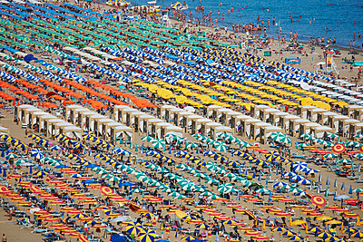 Mass tourism - p719m1104396 by Rudi Sebastian