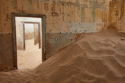 A view of a room in a derelict building full of sand. - p1100m1489985 by Mint Images