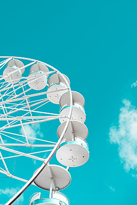 White Ferris wheel against the blue sky - p1423m2196469 by JUAN MOYANO