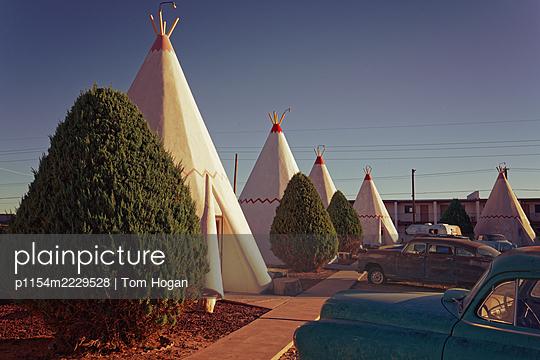 USA, Arizona, Wigwam Motel on Route 66 - p1154m2229528 by Tom Hogan