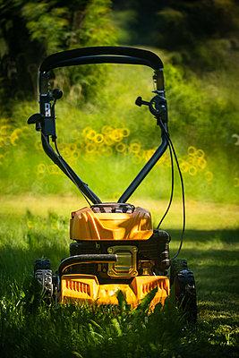 Lawn mower - p1418m2192504 by Jan Håkan Dahlström