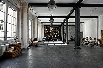Interior of a loft flat - p300m1581111 von Philipp Dimitri