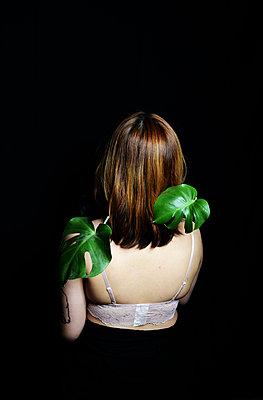 Woman wearing bra - p1229m2073267 by noa-mar
