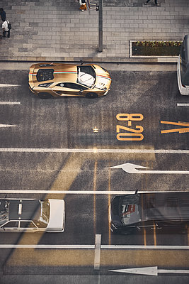 City traffic - p851m2077334 by Lohfink