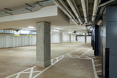 2 Glass Wharf, Bristol, UK. Offices and accommodation with retail and restaurant use on the ground floor level. The parking garage. - p855m1122247 by Diane Auckland