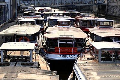 Harbour tour - p067m907051 by Thomas Grimm
