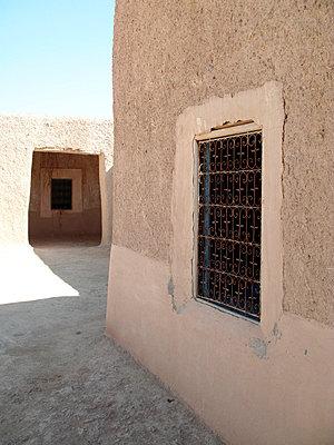 Wüstendorf in Marokko - p8870052 von Christian Kuhn