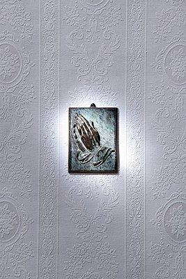 Betende Hände - p237m949298 von Thordis Rüggeberg