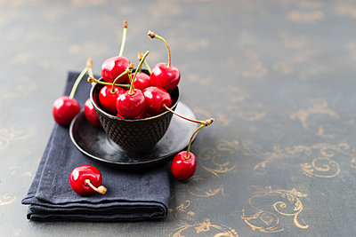 Small bowl of sweet cherries - p300m1156839 by Mandy Reschke