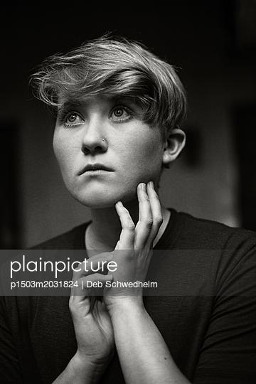Teenagerin, Porträt - p1503m2031824 von Deb Schwedhelm