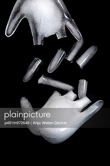 Eisige Hände - p451m972649 von Anja Weber-Decker