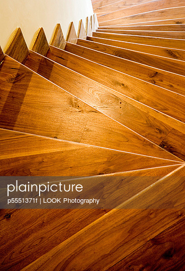 Wooden downward staircase - p5551371f by LOOK Photography