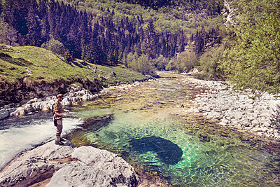 Slovenia, man fly fishing in Soca river - p300m1499612 by Matthias Buchholz
