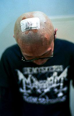 Musiker mit Kopfverletzung - p1180m1026063 von chillagano