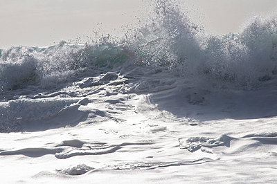 Waves and foam - p6460180 by gio