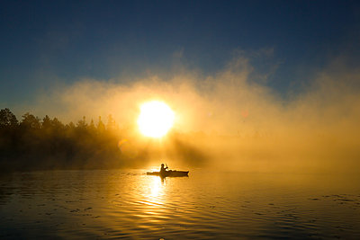 Sunrise kayak - p1424m1500677 by Jeffrey Phelps