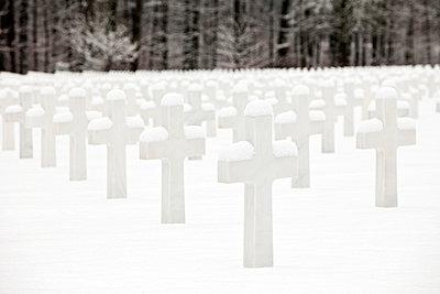 Soldiers grave - p1272m1083340 by Steffen Scheyhing
