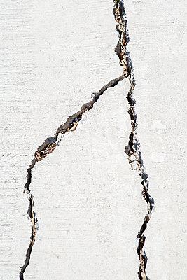 Cracks in a wall - p817m2179098 by Daniel K Schweitzer