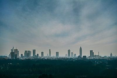 Skyline Frankfurt am Main  - p227m1589155 by Uwe Nölke