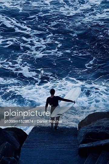 Facing the Ocean - p1399m1528874 by Daniel Hischer