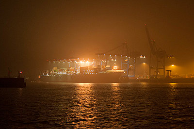 Harbour; Hamburg; Germany - p178m808403 by owi