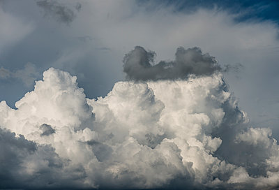 Cloud formation - p1132m2027965 by Mischa Keijser