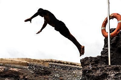 Sprung in die Tief - p1367m1582983 von Teresa Walton