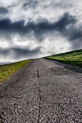 Straße am Deich - p248m1025372 von BY
