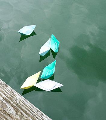 Papierschiffchen - p4510268 von Anja Weber Decker